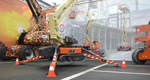 Xe nâng người JLG chân nhện